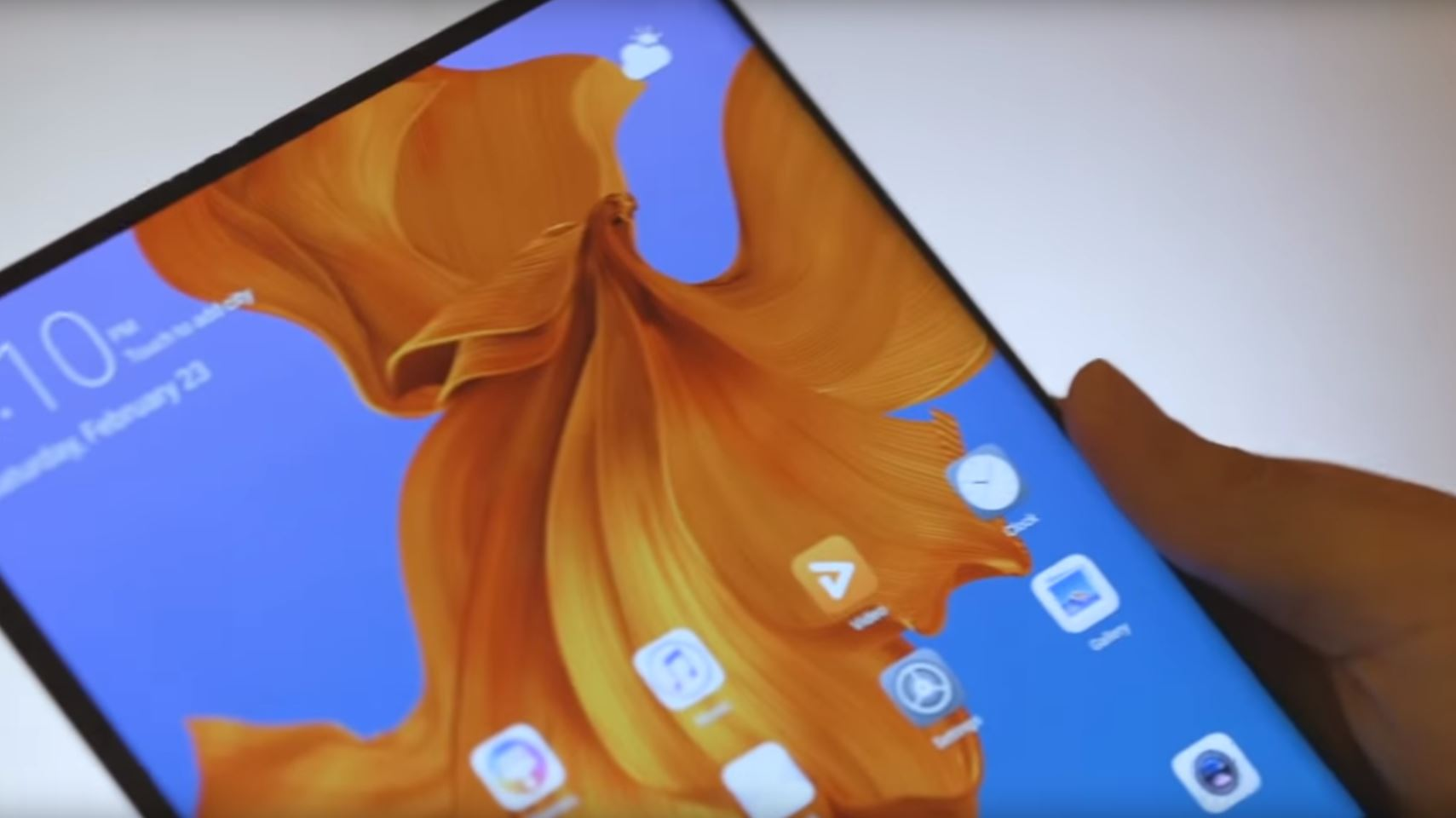 Huawei's Mate X foldable phone is a thinner 5G rival to the Galaxy